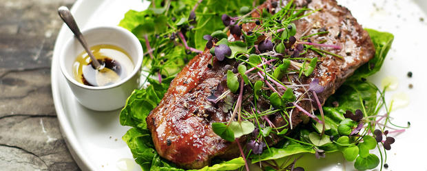Sirloin-Steak-with-Microgreens-Salad-ban