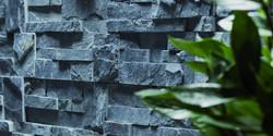 x315r24391200ocr600mm_maspe_ambientazione_rivestimento_pietranaturaledonatellonero_6139_pietra-natur
