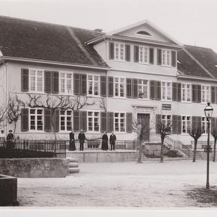 Schulhaus und Postbureau NW um 1910