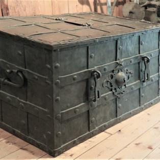 Schatztruhe gefunden in Niederweningen und jetzt im Heimatmuseum Oberweningen