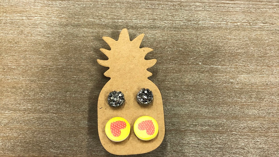 PINEAPPLE STUDS YELLOW HEART & SPARKLEY SILVER