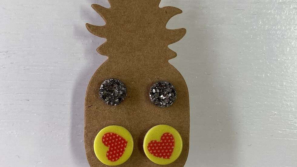 PINEAPPLE STUDS YELLOW HEART & SPARKLEY SILVER #219
