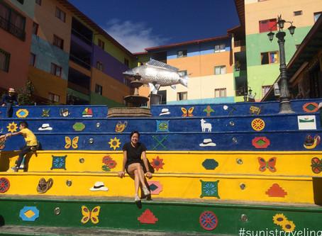 Guatapé的大石頭和色彩繽紛的小鎮