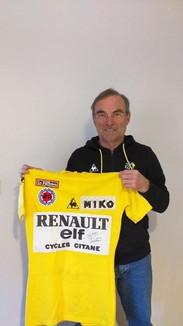 Bernard Hinault et son maillot Jaune de