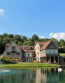 Airy View is a bed & breakfast on Chickies Ridge in Columbia