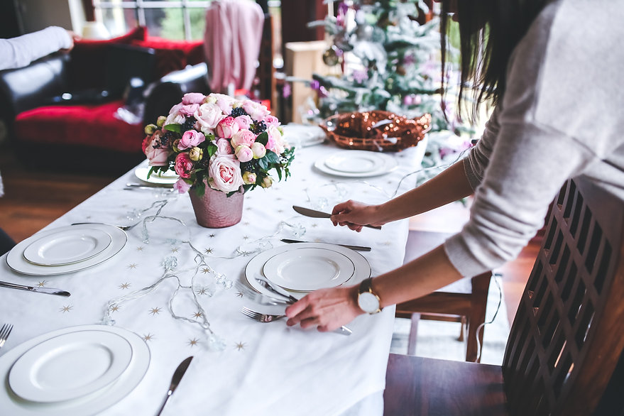 woman-preparing-christmas-table-6270.jpg