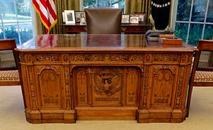 the-resolute-desk-oval-office.jpg