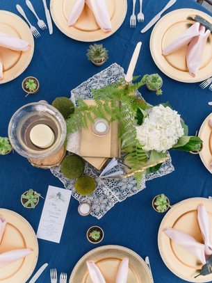 chairs-dining-table-flatlay-1476383.jpg
