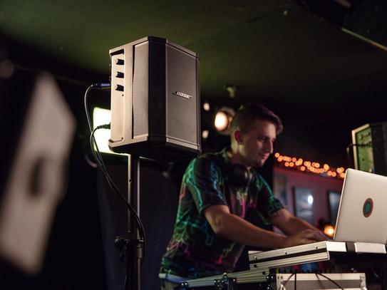 Paquetes_sonido_audio_DJ_alquileres_fies