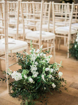 Natural-meadow-style-weddng-flowers-wedd