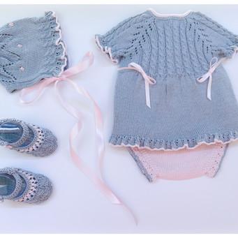 Vestido, cubrepañales, capota y patucos - Modelo Abril nº 133