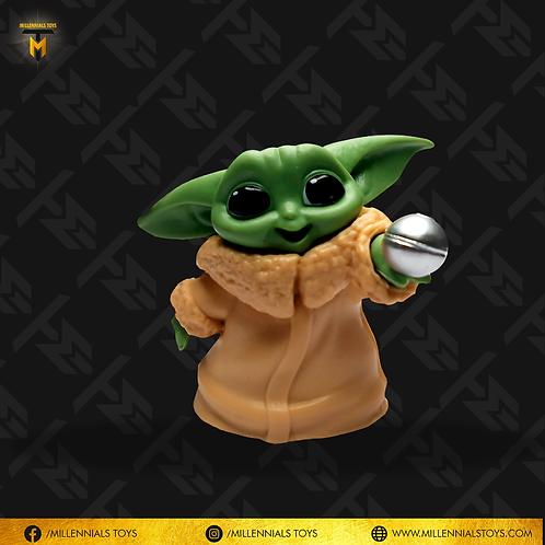 Baby Yoda con esfera