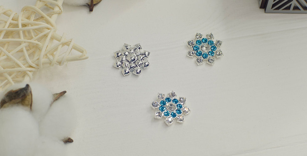 Стразовая снежинка 25мм серебро с голубым