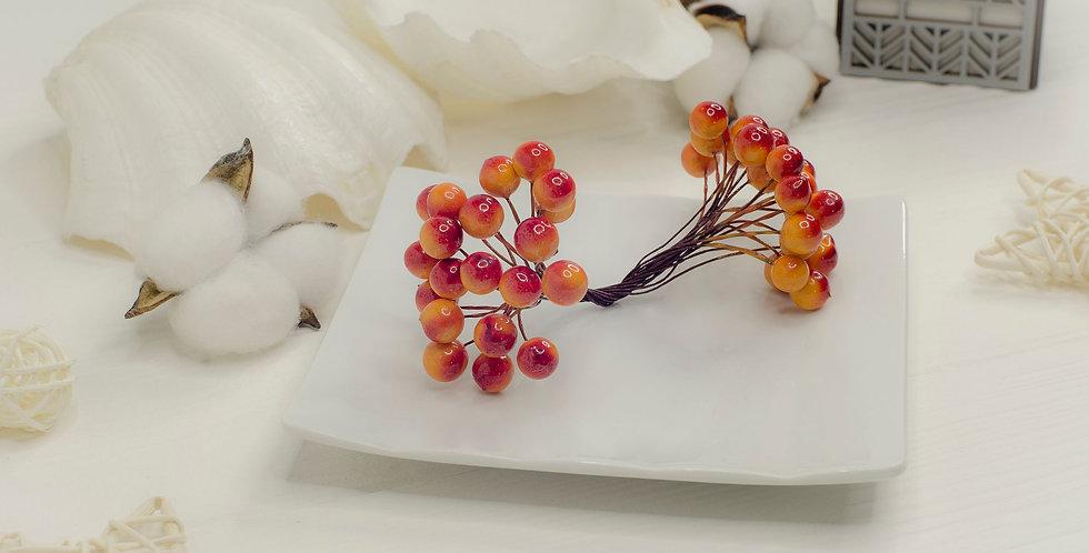 Ягоды на ветке двойные в пучке 40шт , оранжево-красные