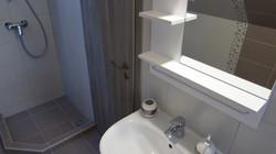 Badkamer met douche op 1ste verdiep
