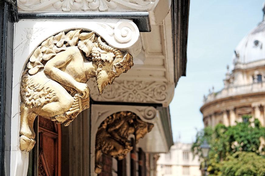 Narnia Chronicles passageway lion.jpg