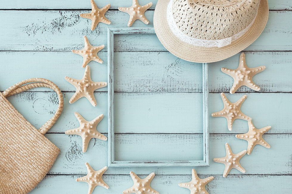 Summer beach decoration_ starfishes phot