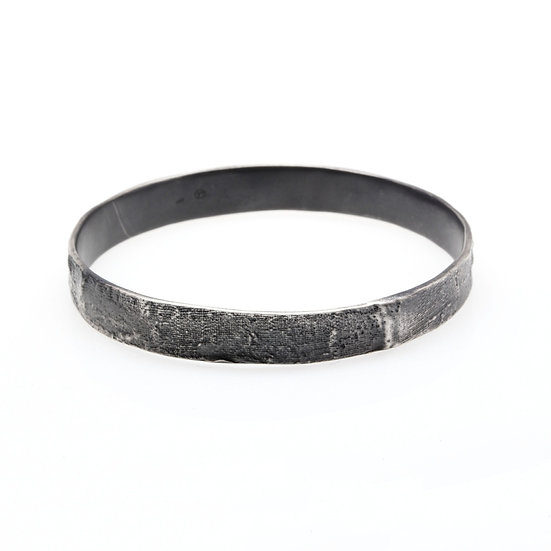 MAYA KINI OXIDIZED WIDE TEXTURED BANGLE SILVER