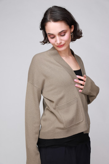 CLOSED_CASHMERE_CROPPED_CARDIGAN_3298.JP