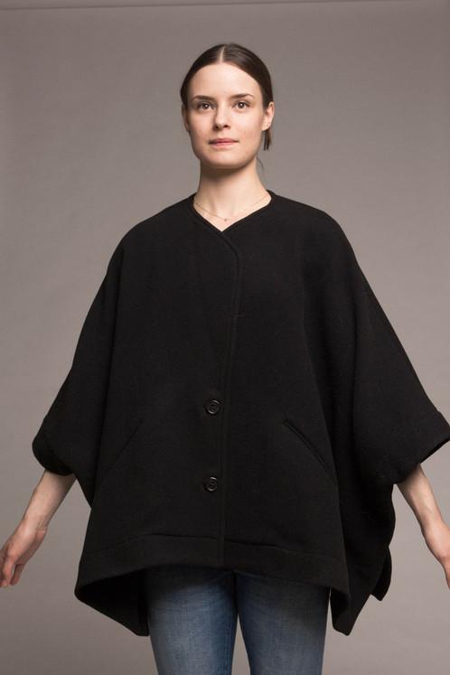 COTELAC SHORT CAPE COAT BLACK | Cloth a women's contemporary ...