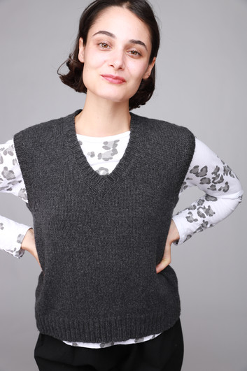 IMG_004969_mj_watson_sweater_vest_grey_.JPG