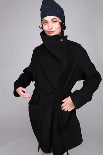 IMG_004866_closed_black_elvy_coat_.JPG