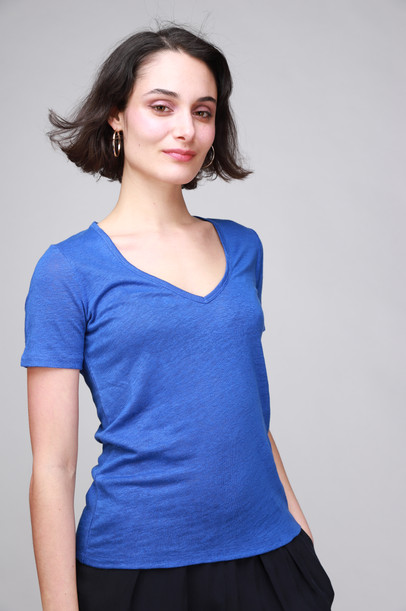CLOSED_V-NECK_T-SHIRT_BRIGHT_BLUR_3327.J