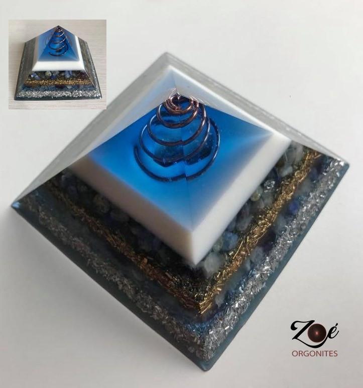 Pirâmide Azul e Branco