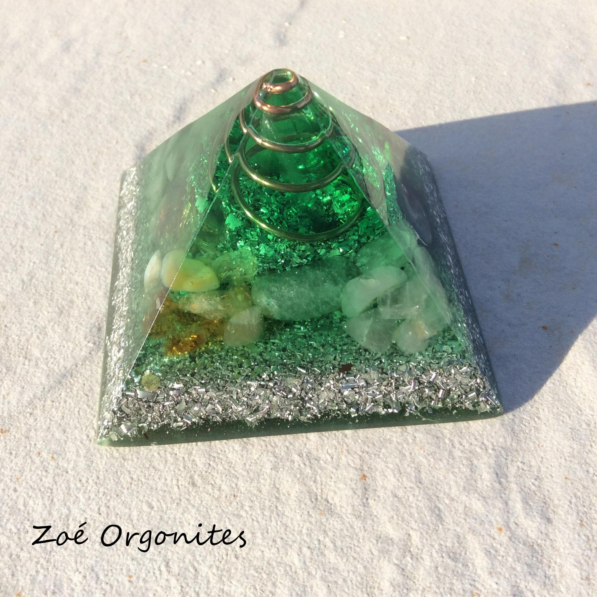 Pirâmide orgonite verde