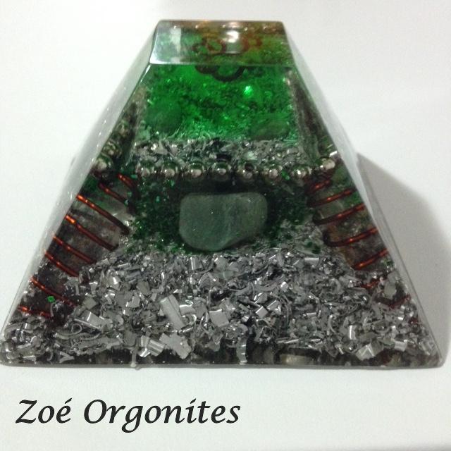 Pirâmide Maia em orgonite