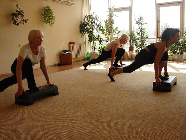 танцы фитнес, для женщин 50+, для женщин