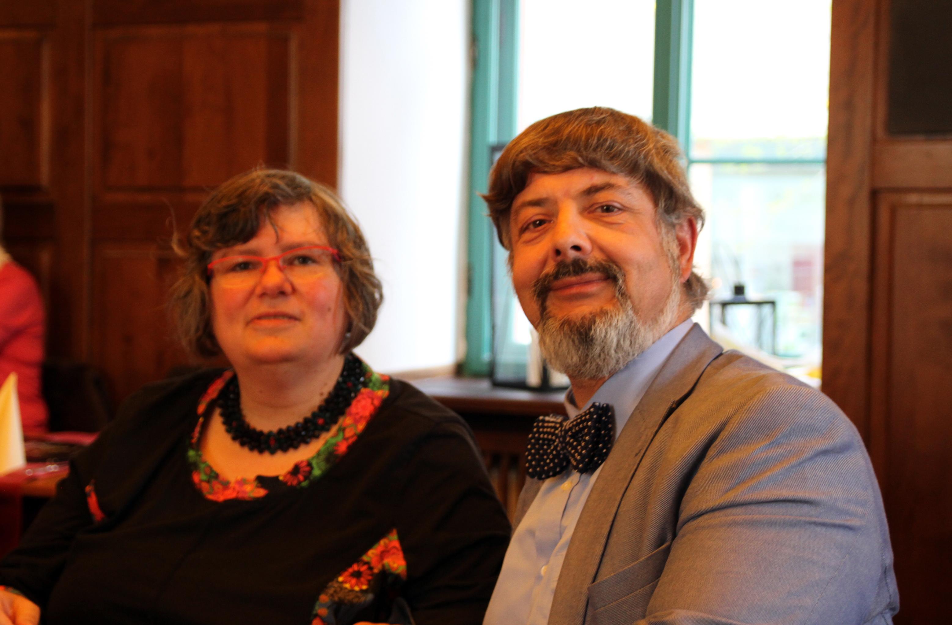 Chorleiter Roland Westphal und Freundin.jpg