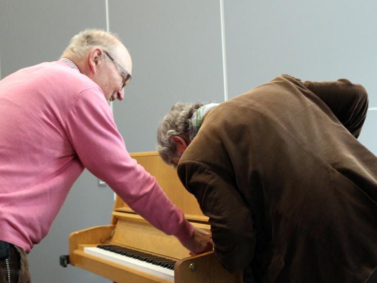 Muss das Klavier erst aufgebaut werden?