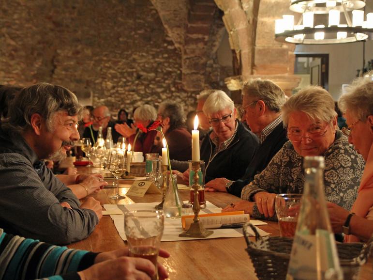 Im Keller des Restaurants: Hier speist und trinkt man in beeindruckendem historischem Gemäuer