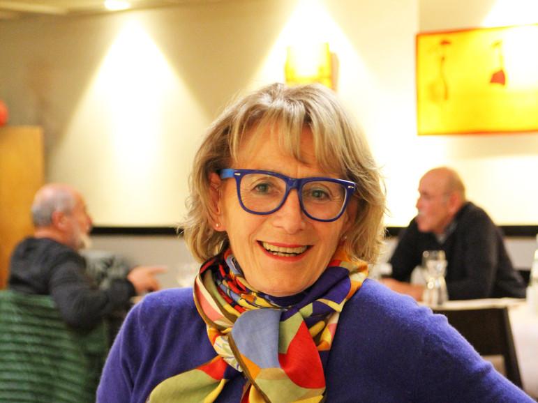 Attraktive Dame: Antje Schmidt im blauen Gewande