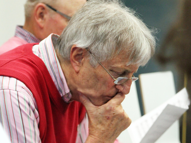 Horst Schmidt rätselt noch übers Rauf und übers Runter