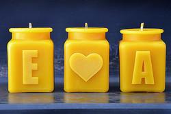 e loves a