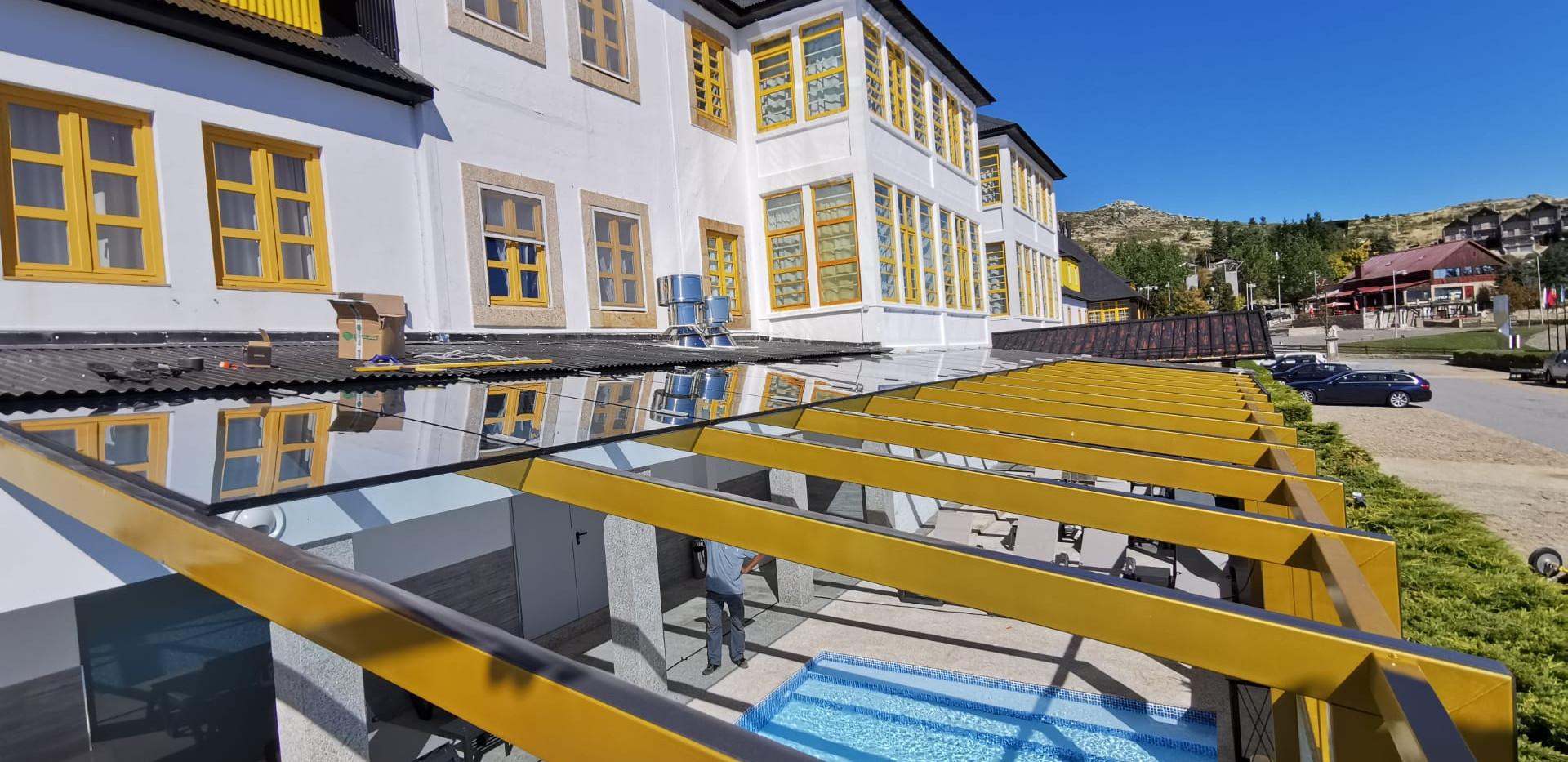 colocação_da_cobertura_hotel_luna.jpeg