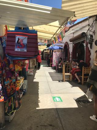 メキシコの怪しげな店で飲む!