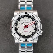white date BGW9 sapphire bezel 1.jpg