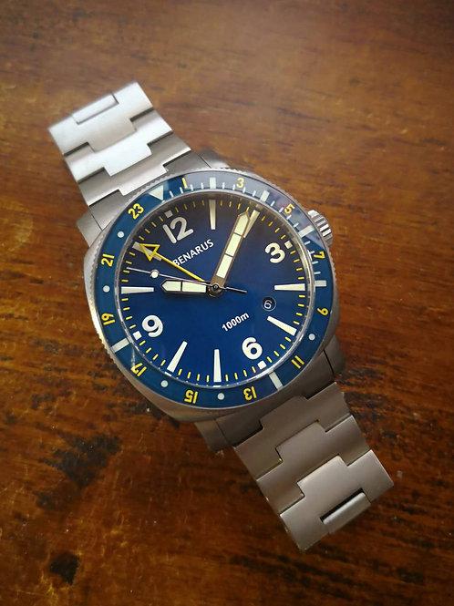 Moray 44 GMT titanium blue numbers
