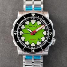 kawa green date sapphire bezel 10.jpg