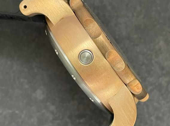 Mako bronze case side.JPG