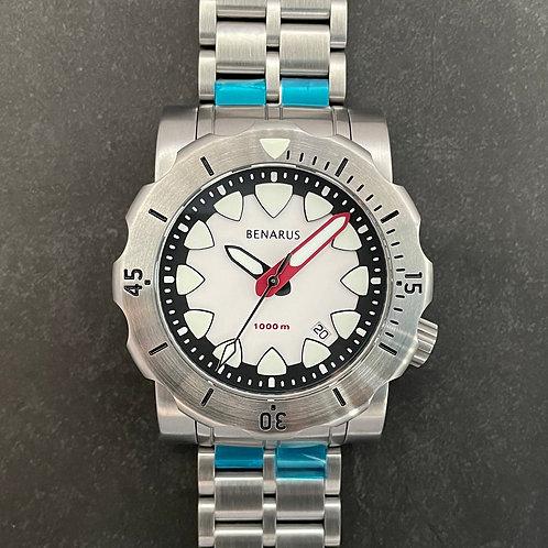 Mako white dial with steel bezel