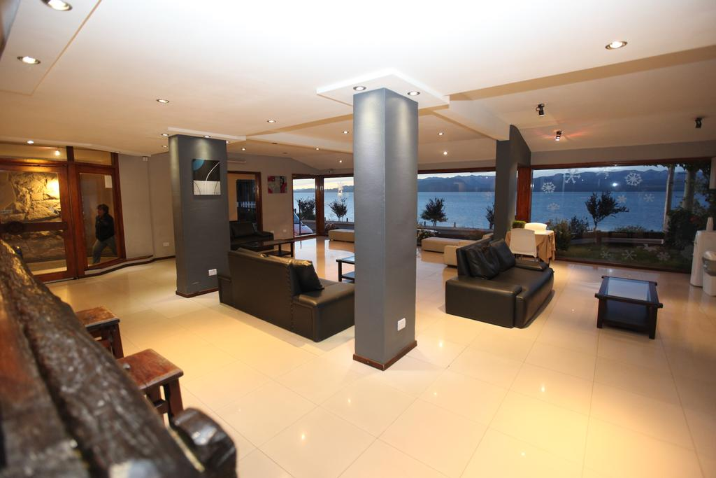 LIVING BARILOCHE LAKE HOTEL
