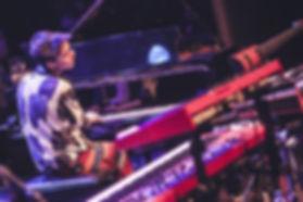 Jacob Collier & PETROF Storm, Atelier Piano, Ladenie klavirov a pianín, Oprava klavírov a pianín, Servis klavírov a pianín, Richard Šulc, mada music, melody shop, piano servis, Drnek piana, Petrof, Hudobné nástroje, Hudobniny, akcia, zadarmo, výhodný nákup, zľava, výpredaj, Muzikus, pianos, Koňuch, klavire eu, muziker, sťahovanie klavirov, bazar, bazos, pirický, opravy hudobných nástrojov, Antonín Petrof, Kizak, Bujnovska, Matovič, Balog, Hupka klavir, Piano studio, výpredaj, klavírne krídlo, klavír pre začiatočníkov, klavir na predaj, muzikant, najpredávanejší klavír, akustický klavír, digitálne piano, klavír a klávesové nástroje, strunové nástroje, údržba klavirov, ošetrovanie klavirov