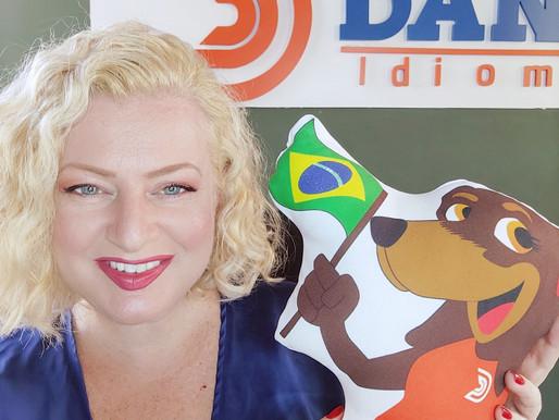 Fundadora da Dank Idiomas conta sua trajetória na revista Angel.
