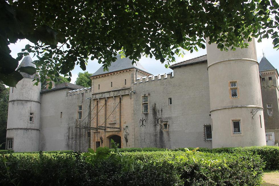 Chateau_de_Varennes_les_Mâcon.jpg