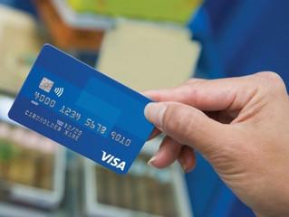 «Пятерочка» начала принимать к оплате просроченные банковские карты