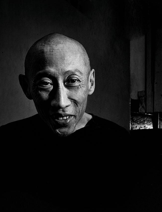 01 - Lee Wen, performance artist